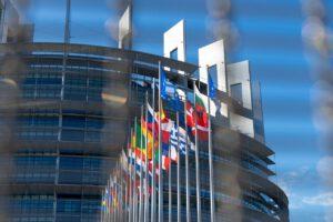 Die von der EU entwickelten Taxonomie-Kriterien dienen der Einordnung, welche Finanzprodukte und Investitionen einen wesentlichen Beitrag zu Umweltzielen wie dem Klimaschutz oder der Klimaanpassung erreichen.