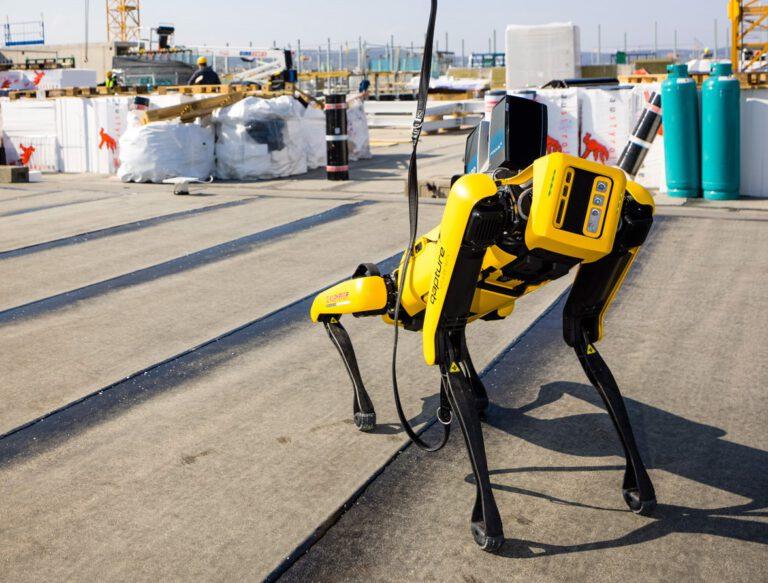 """Roboterhund """"Spot"""" erstellt auf der IKEA-Baustelle eigenständig 3D-Laserscans. Foto: IKEA"""