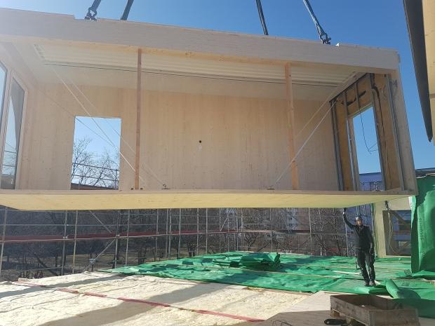 Die HOMEBs werden vor Ort aus vorgerfertigten Holzmodulen gebaut. Foto: Berliner Senatsverwaltung für Stadtentwicklung und Wohnen