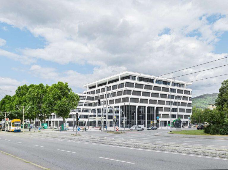 """Die neue Hauptverwaltung der HeidelbergCement AG wurde 2020 fertiggestellt und strebt die DGNB-Zertifizierung """"Platin"""" an. Foto: HeidelbergCement AG"""