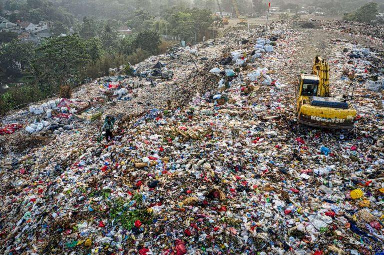 Viele Kunststoffprodukte sind als Einweglösungen konzipiert und belasten anschließend die Umwelt. Foto: Tom Fisk/Pexels