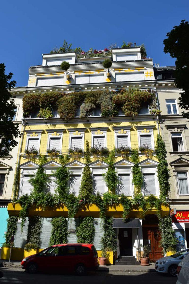 BuGG-Fassadenbegrünung des Jahres 2020: Wohnhaus Hannovergasse in Wien Quelle: BundesverbandGebäudeGrün