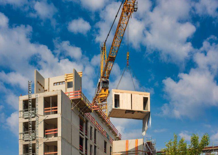 Flexibel, zeitsparend und mit kreislauffähigen Materialien und Elementen auch nachhaltig: Modulares Bauen bietet viele Vorteile. Foto: Jarama/Shutterstock
