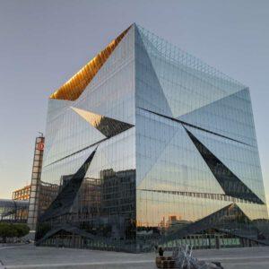 Der Cube Berlin auf dem Washingtonplatz, Foto: Shisma/wikipedia, Lizenz: CC0